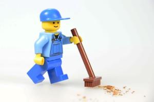 Lego Reinigungskraft mit Besen