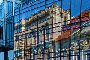 Glasfassade eines Büros